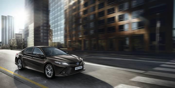 Toyota Camry 14 yıl aradan sonra Avrupa'ya dönüyor
