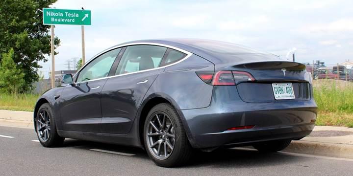 Tesla Model 3 siparişi verenler şirkete 2500 dolar daha ödemek zorunda