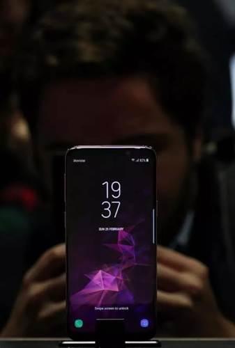 Büyük ekranlı yeni iPhone'a önlem alan Samsung, Galaxy S10+'ın ekranını büyütüyor
