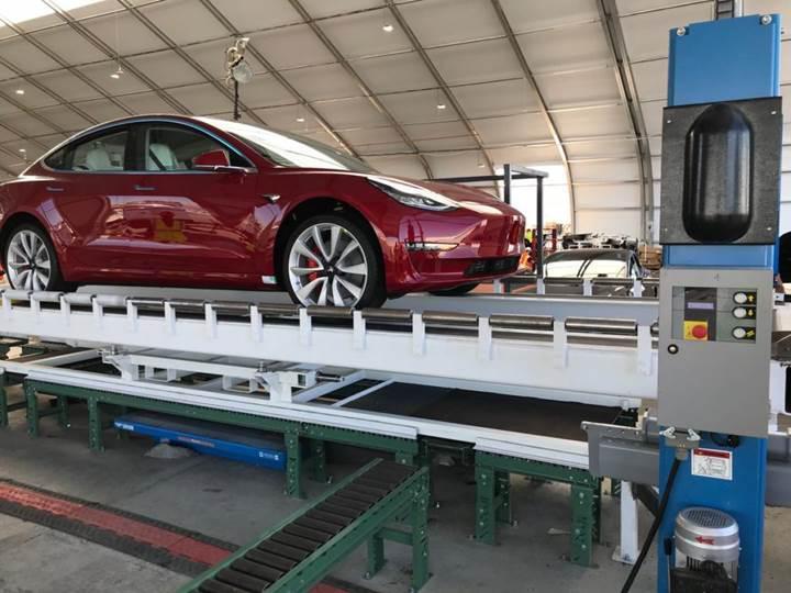 Elon Musk sözünü tuttu, Tesla bir haftada 5 bin adet Model 3 üretti