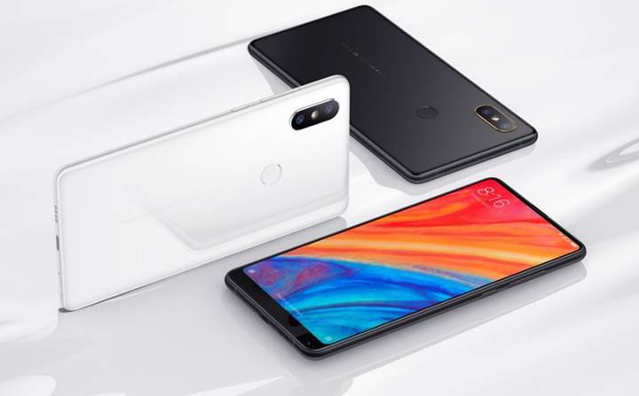 Xiaomi CEO'su Lei Jun, Mi Max 3'ün kutusunu paylaştı