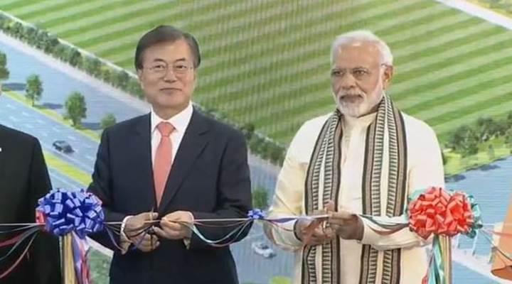 Samsung bugün Hindistan'da dünyanın en büyük akıllı telefon fabrikasını açtı