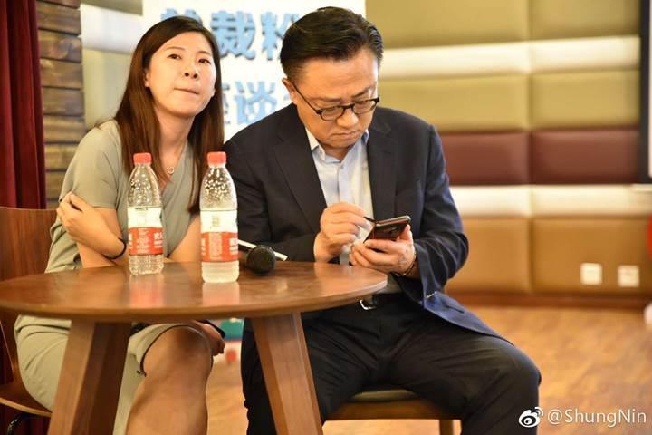 Samsung Mobile'ın patronu DJ Koh, Galaxy Note 9 kullanırken görüntülendi