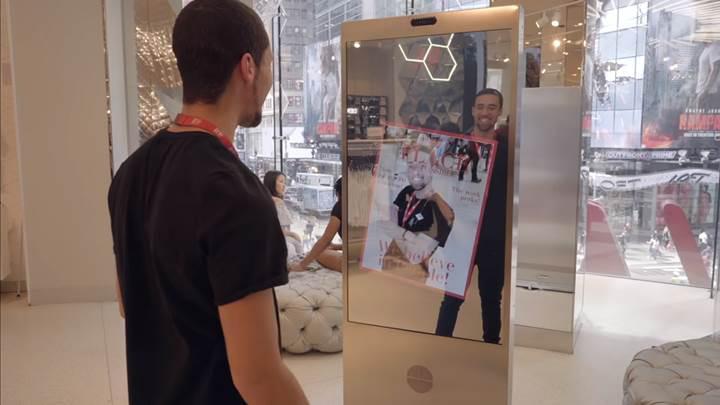 Microsoft, H&M için moda tavsiyesi veren interaktif bir ayna geliştirdi