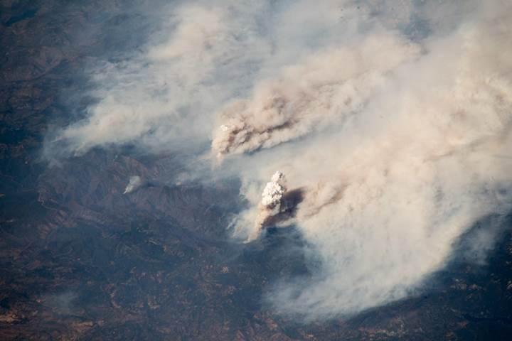 Astronot'un çektiği fotoğraflar California yangınının boyutunu ortaya koydu