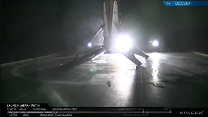 SpaceX, gece yarısı uçuşunda önemli bir ilke daha imza attı
