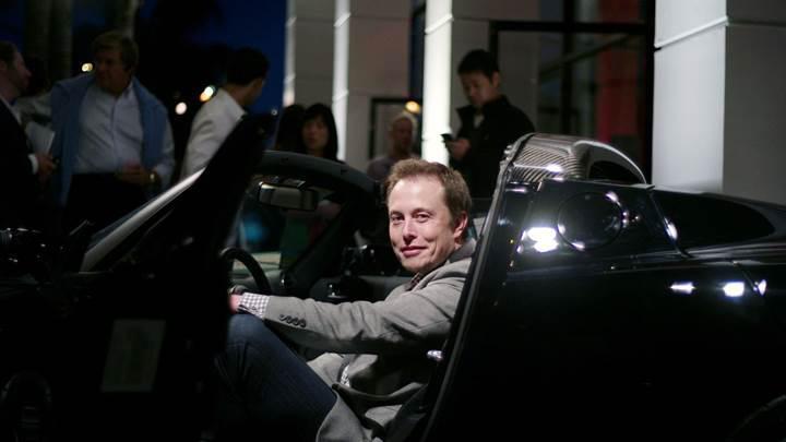 Elon Musk, Tesla hisselerini işleme kapatmak istiyor