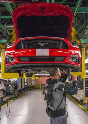 Ford çalışanları dış iskelet kullanmaya başladı