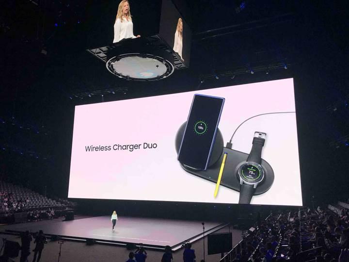 Samsung yeni kablosuz şarj standı Wireless Charger Duo'yu tanıttı