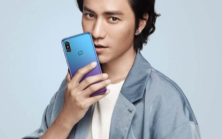 Motorola P30 tanıtıldı: Çentkili ekran, 6 GB RAM ve Snapdragon 636