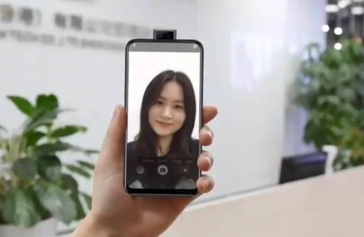 İlk kızaklı çift ön kamera Elephone'dan geliyor