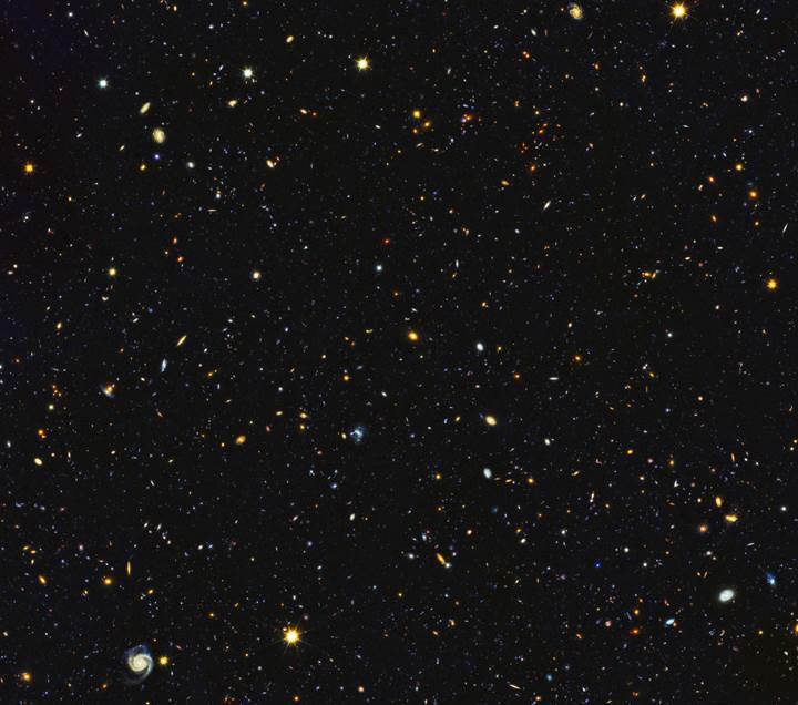 Hubble'dan 'uzay panoraması': Bu fotoğrafta tam 15 bin galaksi var