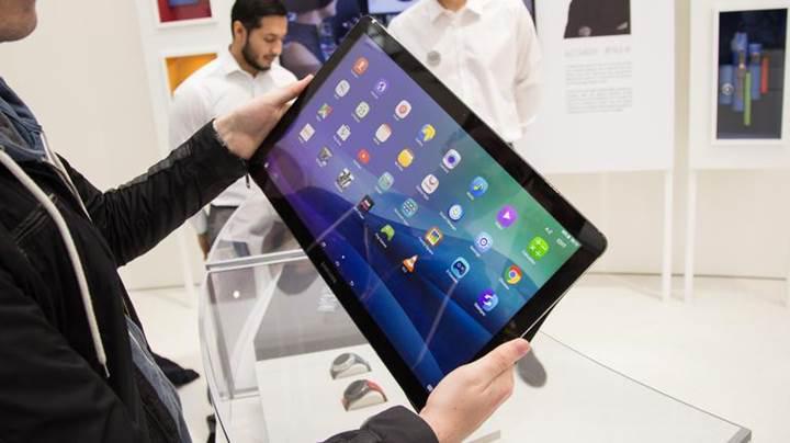 17.5 inçlik dev ekranı ile Samsung Galaxy View 2 geliyor