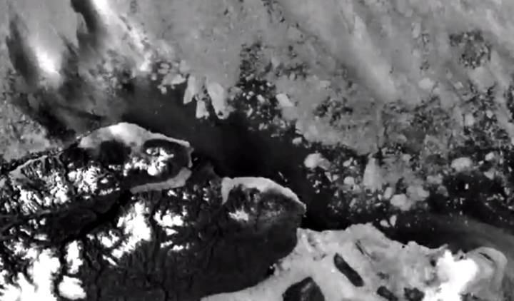Kuzey Kutup Bölgesi'nin en kararlı buzul kütlesi eriyor