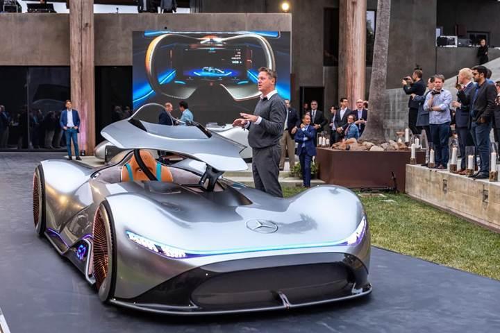 Geçmişin yarış genlerini geleceğe aktaran proje: Mercedes Vision EQ Silver Arrow Concept