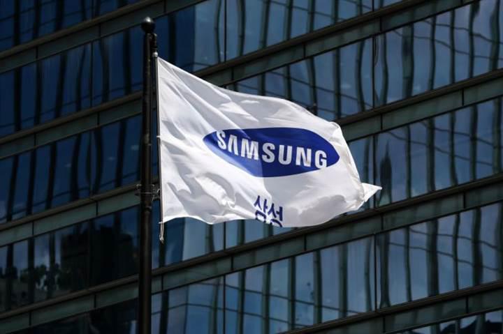 Samsung Galaxy S10 modellerinde ekrana gömülü parmak izi okuyucu olacak