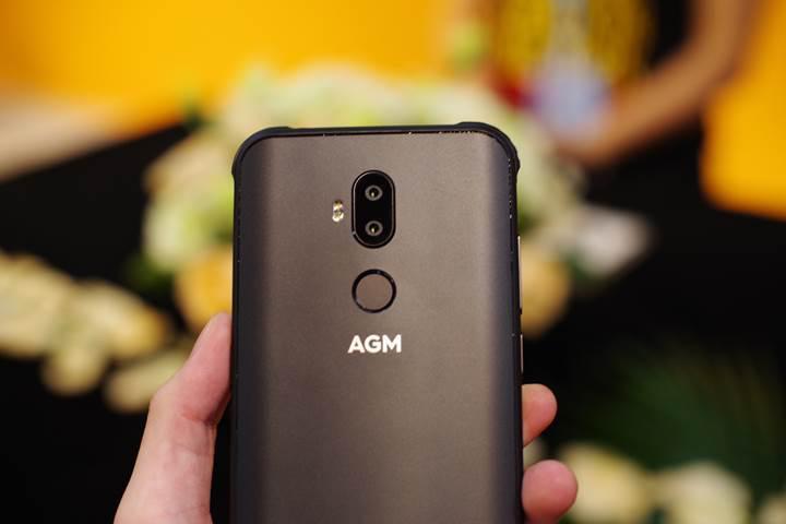 Karşınızda gezegenin en sağlam telefonu olduğu iddia edilen AGM X3