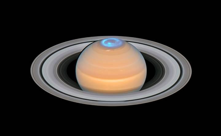 Hubble, Satürn'ün 'kutup ışıklarını' görüntüledi