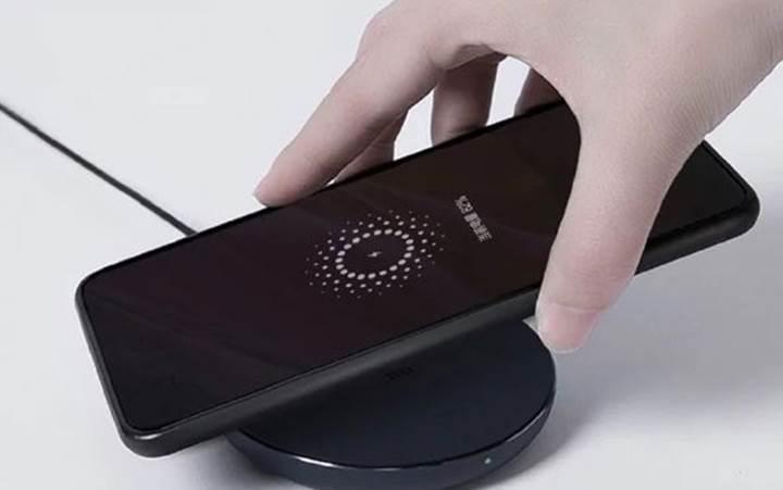 Xiaomi uygun fiyatlı kablosuz şarj cihazını tanıttı