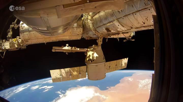 Dragon uzay kapsülünün Dünya'ya dönüşünü bir de böyle izleyin