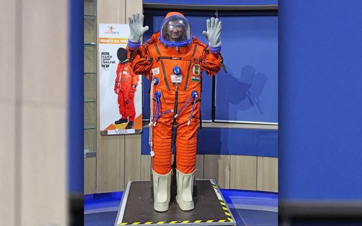 Hindistanlı astronotlar bu uzay kıyafetini giyecek