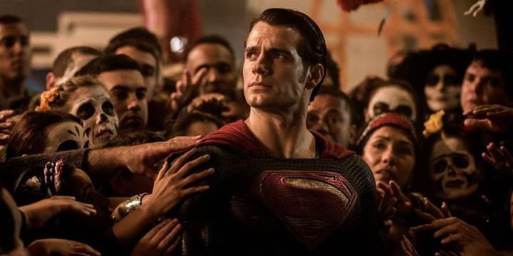 Henry Cavill, DC filmlerindeki Superman rolüne veda ediyor