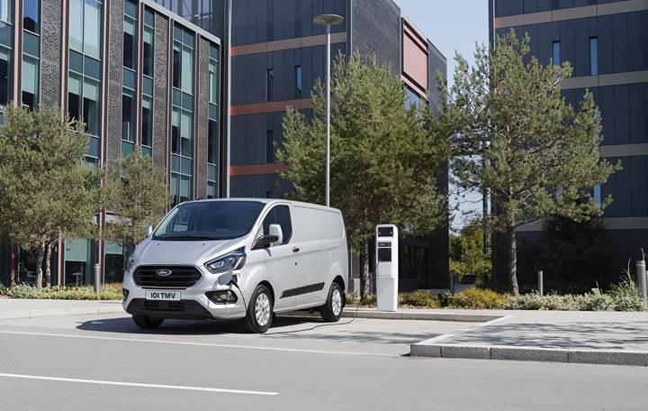 Yeni Ford Transit, Custom ve Connect modelleri tanıtıldı