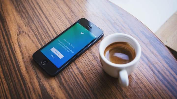 Twitter ters kronolojik zaman çizelgesini geri getiriyor