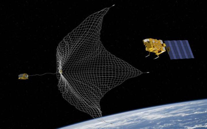 Avrupa'nın prototip uydusu, ilk kez 'uzay çöpü' yakaladı