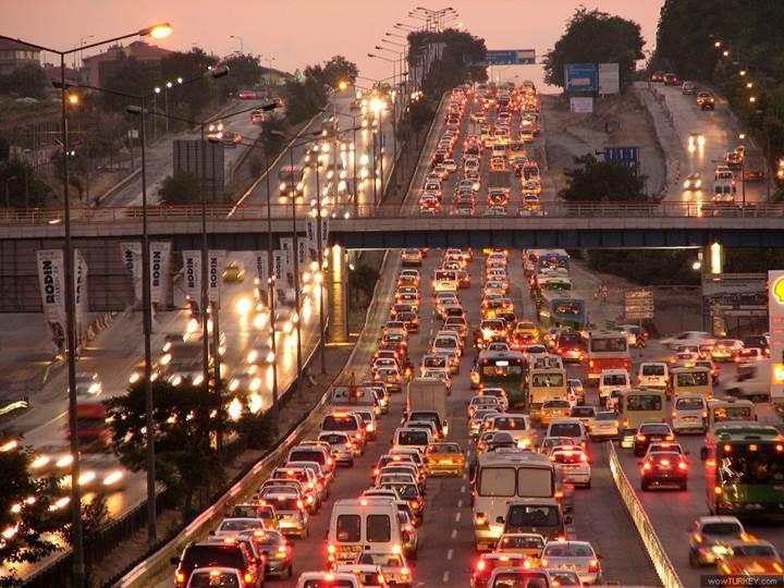İstanbul'da 1400 kamera trafik cezası kesiyor