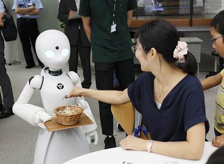 Bu kafede engelli bireylerin kontrol ettiği robot garsonlar çalışacak