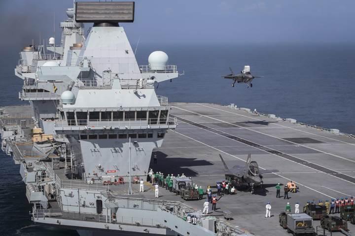 Uçak gemilerinden kalkabilen F-35B'lerin HMS Queen Elizabeth'e ilk iniş görüntüleri