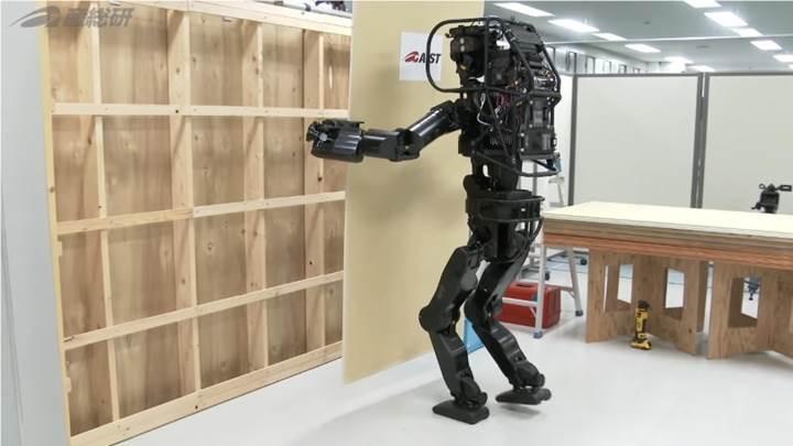 İnşaat işlerinde çalışabilecek insansı robot