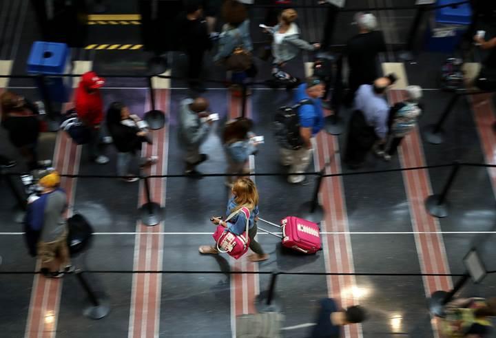 Havalimanları güvenlik tepsileri hastalık saçıyor