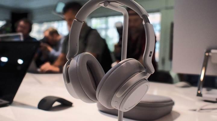 Microsoft'tan 8 mikrofonlu Surface kablosuz kulaklık