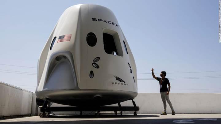 SpaceX'in yeni uzay kapsülünün test uçuşu 2019'a ertelendi