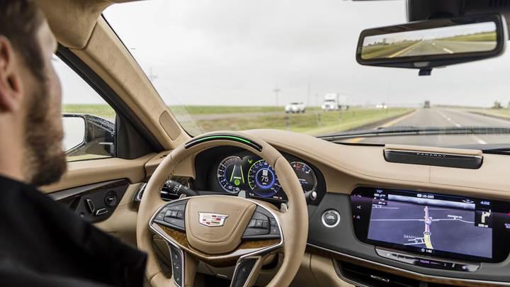 Cadillac'ın otonom sürüş sistemi Tesla'nın Autopilot teknolojisini gölgede bıraktı