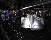 Mercedes, tümüyle elektrikle çalışan Vision EQ Silver Arrow'da geçmişi günümüzle harmanlıyor.