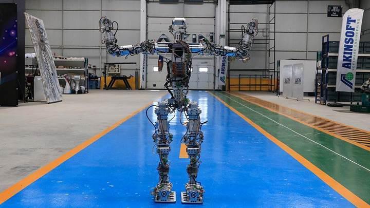 Karşınızda Türkçe, İngilizce ve Arapça bilen yerli yapay zeka robotu Akıncı-4