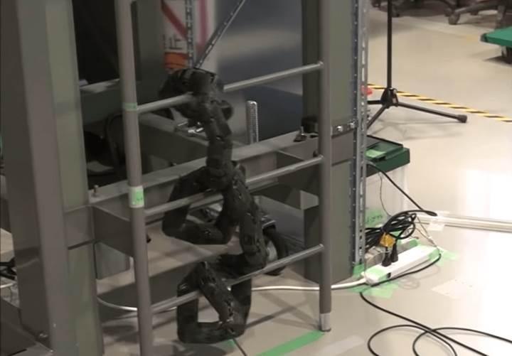 Merdiven tırmanabilen robot yılan