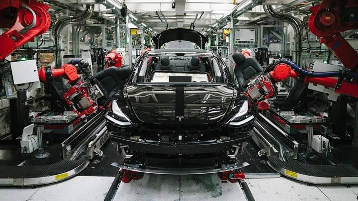 Tesla, 100.000'inci Model 3'ü üretti