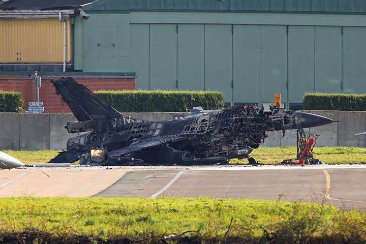 F16'ya bakım yapan teknisyen yanlışlıkla bir başka F16'yı vurarak havaya uçurdu