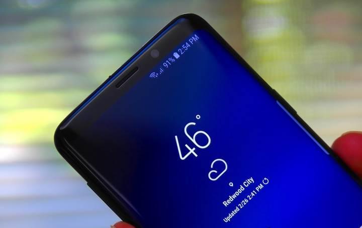 Çentikli tasarıma direnen Samsung, ekrana gömülü ön kamerayı test ediyor