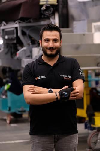 Mercedes-Benz, Türk girişimcinin akıllı eldivenlerini fabrikasında kullanmaya başladı