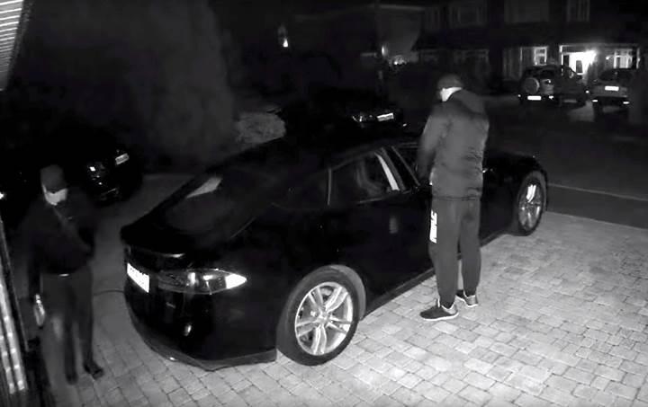 Hırsızlar, anahtar sinyaline ulaşarak Tesla Model S'i çaldı