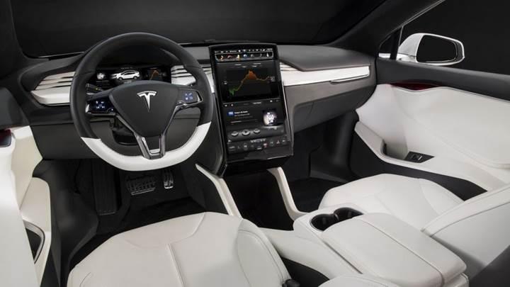 Tesla üretimi hızlandırmak için Model S ve X'in iç mekanlarını basitleştiriyor