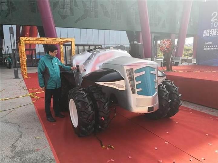 Çin ilk otonom traktörünü tanıttı