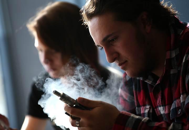 FDA aromalı e-sigaraları yasakladı
