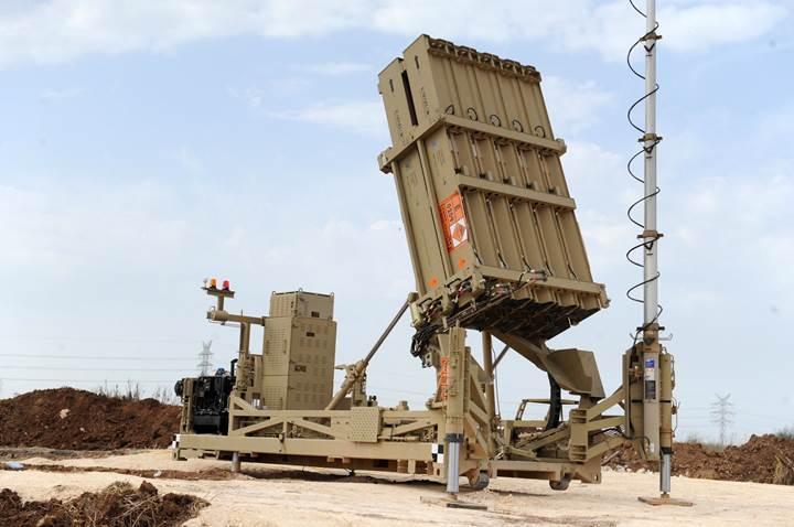 İsrail'in hava savunma sistemi eş zamanlı saldırılar karşısında dün gece çaresiz kaldı