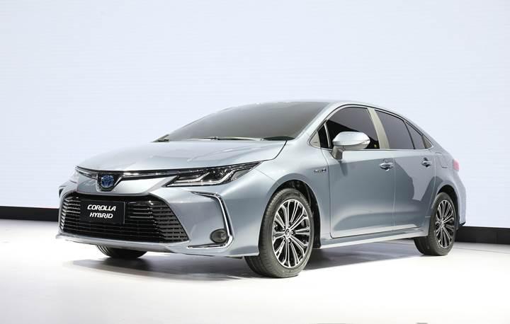 Yeni Toyota Corolla Sedan tanıtıldı! Hibrit versiyonla birlikte geliyor